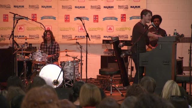 stockvideo's en b-roll-footage met hanson at the vh1 save the music foundation presents family day at new york ny - vh1