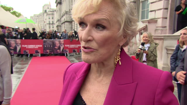at 'the wife' uk premiere at somerset house on august 09, 2018 in london, england. - グレン・クローズ点の映像素材/bロール
