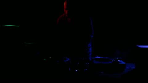 dj at work - koncentration bildbanksvideor och videomaterial från bakom kulisserna