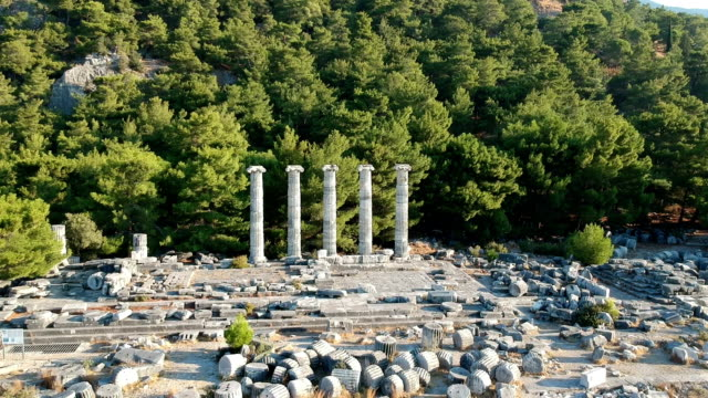 athena temple, priene - colonna architettonica video stock e b–roll