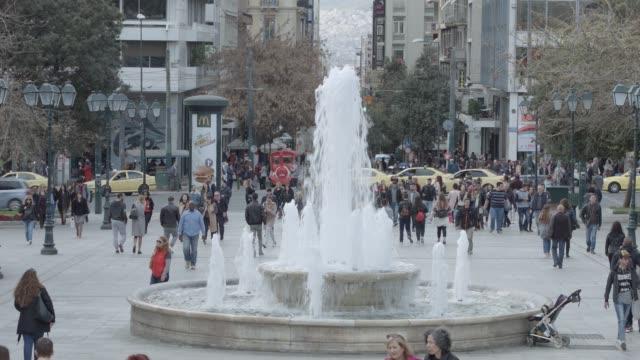 athens 4k raw footage - people at syntagma square, plaka, ermou street, monastiraki, telephoto lens - telephoto lens stock videos and b-roll footage