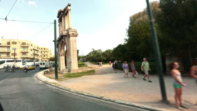 athens, the arch of hadrian. - römisch stock-videos und b-roll-filmmaterial