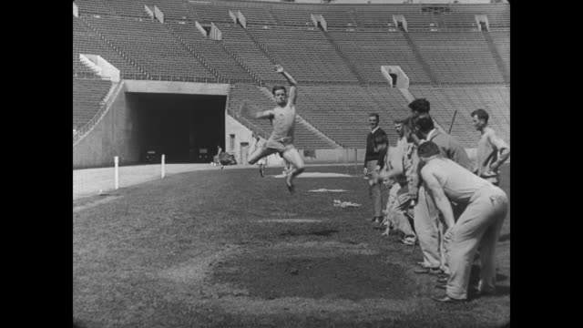 1927 athlete (buster keaton) attempts the long jump - salto in lungo video stock e b–roll
