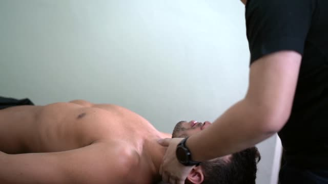 athlete getting physical therapy - chiropractic adjustment stock videos & royalty-free footage