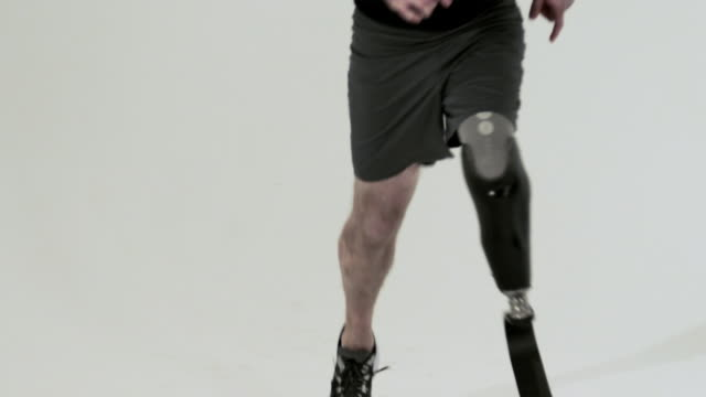 athlete running with prosthetic leg - amputee stock videos & royalty-free footage