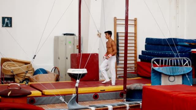 Athlet mit Gymnastik Ringe