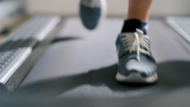 slo mo cu athlete walking on a treadmill - treadmill stock videos & royalty-free footage