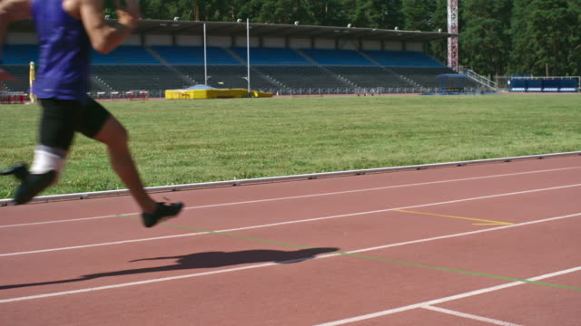 athlete with prosthetic leg running on track - prosthetic equipment stock videos & royalty-free footage