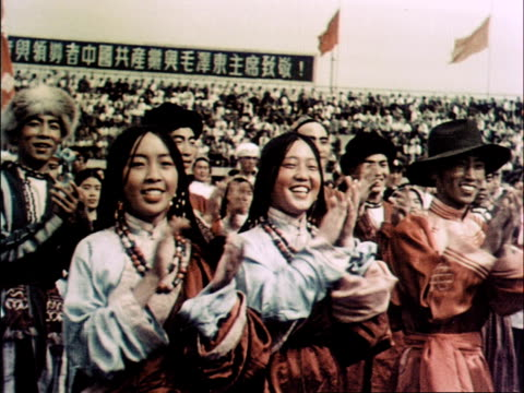 vídeos y material grabado en eventos de stock de athletes run into stands carrying flowers and present the officials with them and applaud - mao tse tung