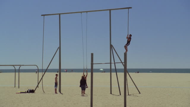 WS Athletes working out on the rings at Muscle Beach / Santa Monica, California, United States