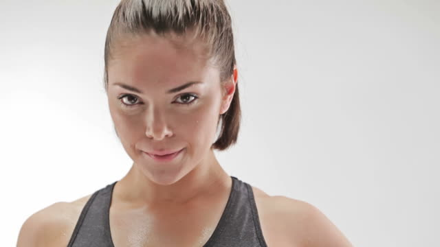 athletic caucasian woman sweating and looking at camera - coda di cavallo video stock e b–roll