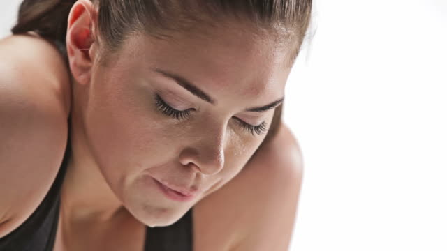 athletic caucasian woman sweating and resting - coda di cavallo video stock e b–roll