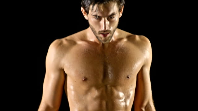 vídeos de stock, filmes e b-roll de atlético homens boxe em câmera lenta - posição de combate