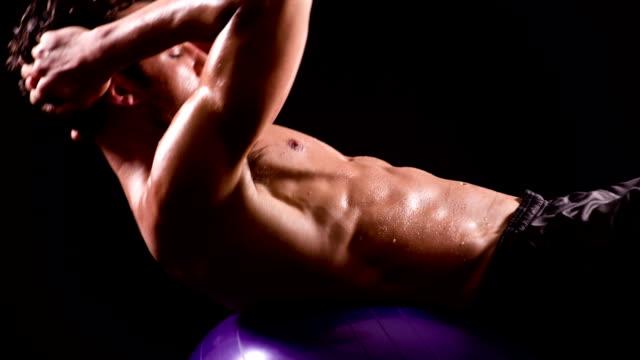 Atletische mannelijke training Sit-Ups