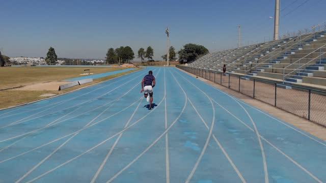 陸上競技レーシングスポーツ - 短距離走点の映像素材/bロール