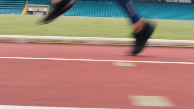 athletics - training - pista di atletica leggera video stock e b–roll