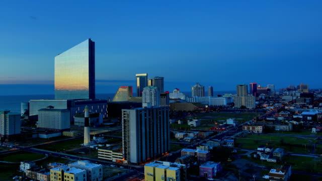 vídeos de stock, filmes e b-roll de atlantic city, nj imagens 4k: noite a dia - atlantic city
