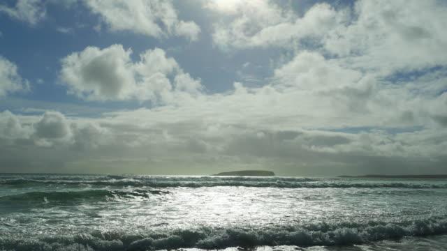 atlantic ocean beach in der sonne - kiel rumpf stock-videos und b-roll-filmmaterial