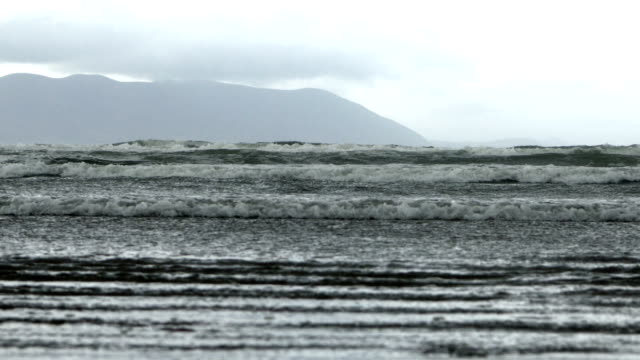 atlantic waves rolling onto inch beach on dingle peninsula - inch stock videos & royalty-free footage