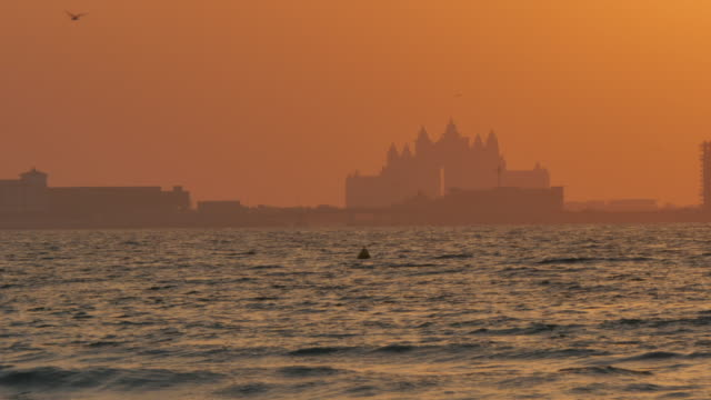 Atlantis Hotel from Jumeirah Beach at sunset, Dubai, United Arab Emirates, Middle East, Asia