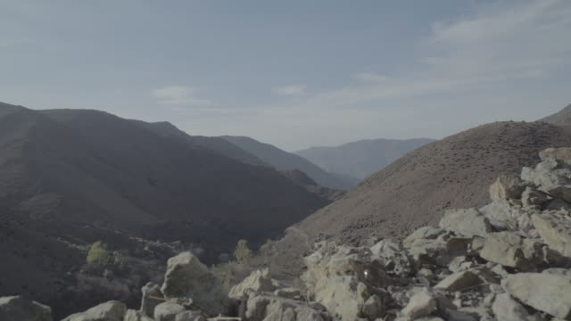 atlas mountains village - mountain range stock videos & royalty-free footage