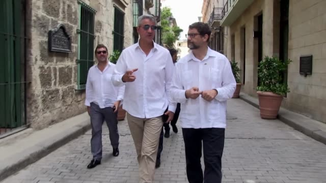 stockvideo's en b-roll-footage met atletico madrid's ceo miguel angel gil marin visits havana's cuba alongside spanish officials - clean
