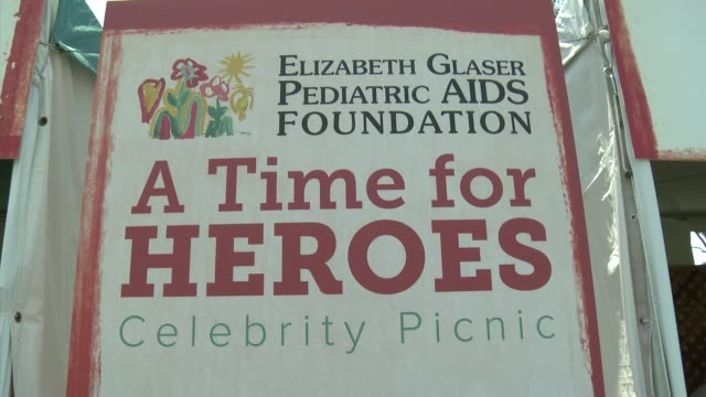 atmosphere at 23rd annual 'a time for heroes' celebrity picnic benefiting the elizabeth glaser pediatric aids foundation on june 03 2012 in los... - アタイムフォーヒーローズ点の映像素材/bロール