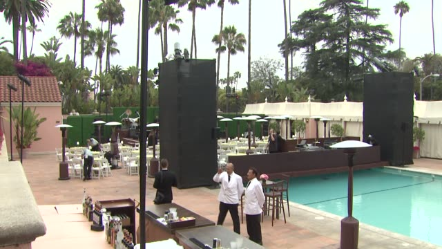 vidéos et rushes de atmosphere at the 100th anniversary celebration of the beverly hills hotel & bungalows supporting the motion picture & television fund atmosphere at... - beverly hills
