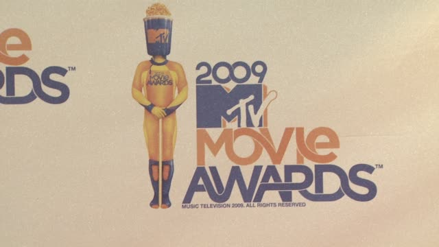 atmosphere at the 18th annual mtv movie awards at universal city ca - universal city video stock e b–roll