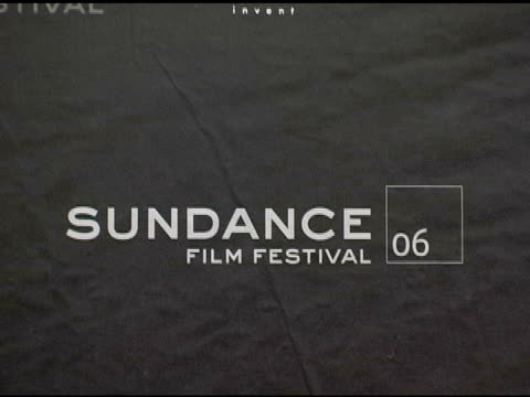 stockvideo's en b-roll-footage met atmosphere at the 2006 sundance film festival 'little miss sunshine' premiere at the eccles theatre in park city utah on january 20 2006 - sundance film festival