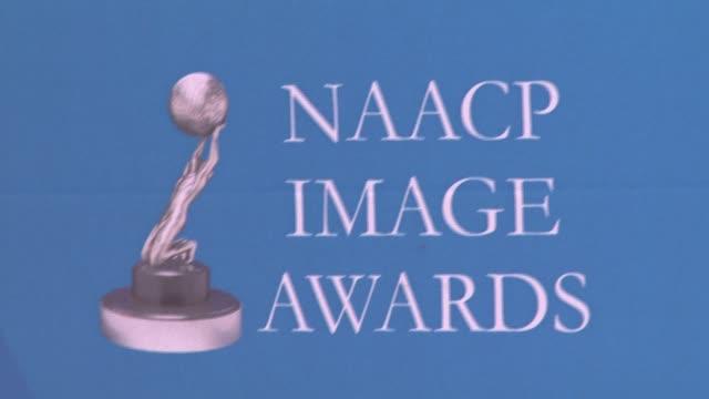 vídeos y material grabado en eventos de stock de atmosphere at the 39th annual naacp image awards at the shrine auditorium in los angeles, california on february 14, 2008. - ambientación