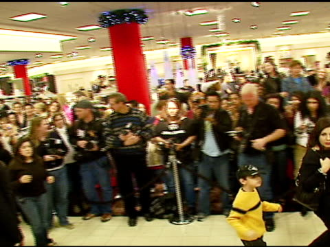 stockvideo's en b-roll-footage met atmosphere at the appearance of tommy lee to promote brand extension pl for tl at nordstrom south coast plaza in costa mesa california on december 16... - nordstrom