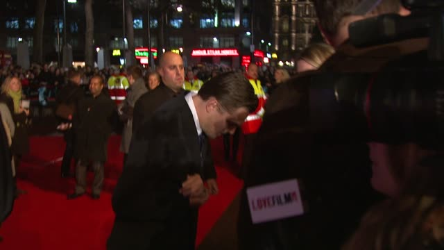 vídeos de stock, filmes e b-roll de atmosphere at the body of lies premiere at london . - estreia