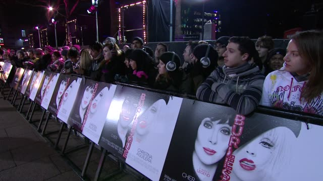 atmosphere at the burlesque uk premiere at london england. - バーレスク点の映像素材/bロール