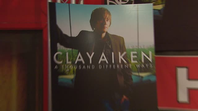 atmosphere at the clay aiken signs his new album 'a thousand different ways' at virgin megastore in hollywood, california on september 26, 2006. - virgin megastore点の映像素材/bロール