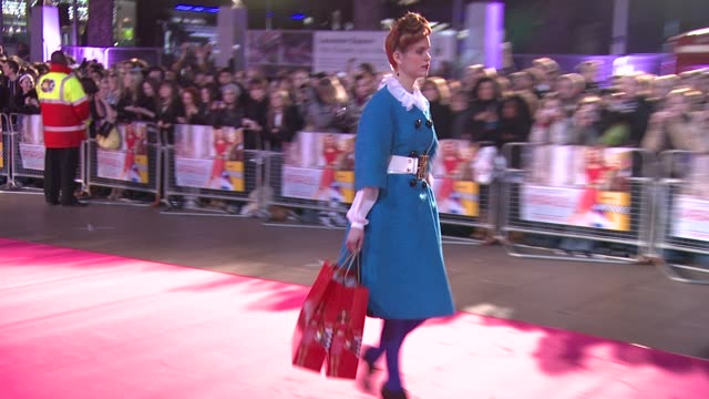 atmosphere at the confessions of a shopaholic uk premiere at london . - shopaholic stock-videos und b-roll-filmmaterial