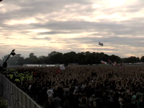 atmosphere at the download festival 2009 at derby england. - ダービーシャー点の映像素材/bロール