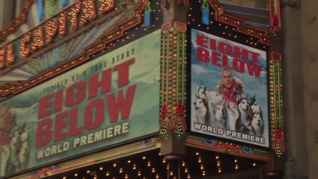 atmosphere at the eight below world premiere at the el capitan theatre in hollywood, california on february 12, 2006. - première stock-videos und b-roll-filmmaterial