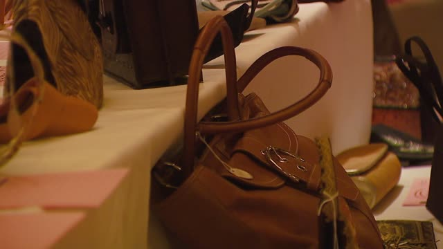 atmosphere at the 'Hollywood Bag Ladies' Lupus Luncheon at the Regent Beverly Wilshire Hotel in Beverly Hills California on October 26 2006