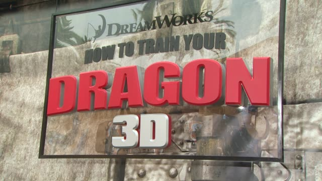 atmosphere at the 'how to train your dragon' premiere at universal city ca - how to train your dragon stock videos & royalty-free footage