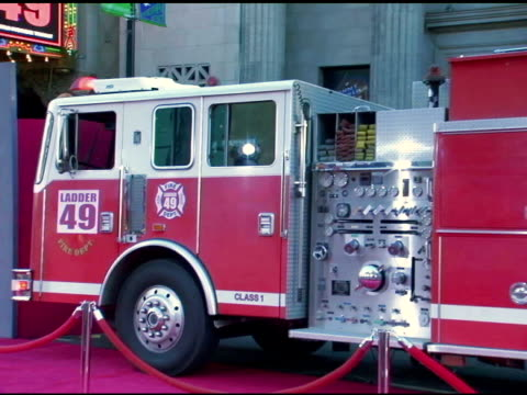 atmosphere at the 'ladder 49' premiere interviews at the el capitan theatre in hollywood, california on september 20, 2004. - el capitan theatre stock videos & royalty-free footage