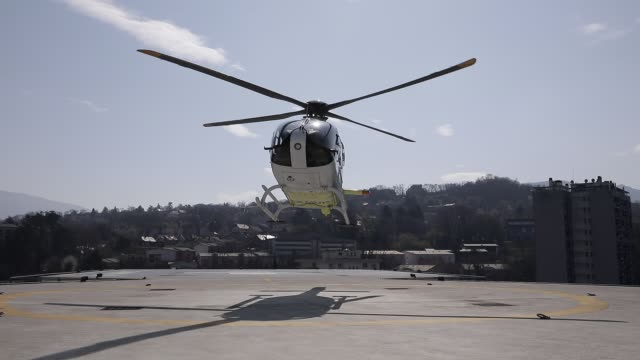 stockvideo's en b-roll-footage met atmosphere at the metropole savoie hospital center during the coronavirus health crisis on march 26, 2020 in chambery, france. an helicopter of samu... - bord in geval van nood