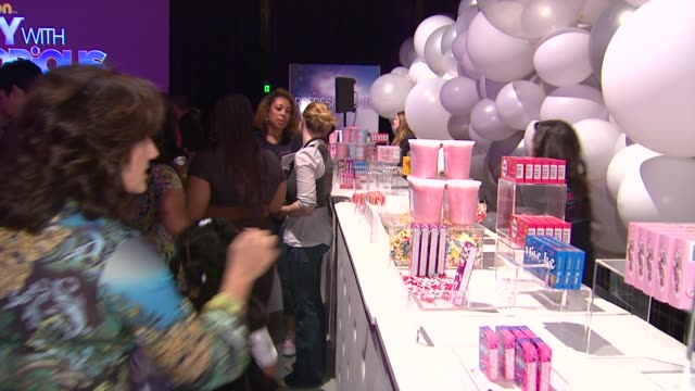atmosphere at the nickelodeon's 'iparty with victorious' premiere at west hollywood ca. - nickelodeon点の映像素材/bロール