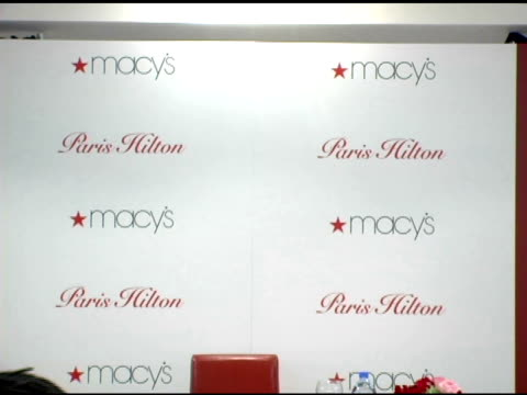 vídeos y material grabado en eventos de stock de atmosphere at the paris hilton autograph session at macy's herald square in new york new york on june 16 2006 - herald square