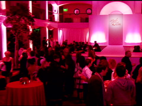 atmosphere at the rachel hunter and slim-fast host style your slim event with special guest tim gunn and dj macy gray at boulevard3 in hollywood,... - レイチェル ハンター点の映像素材/bロール