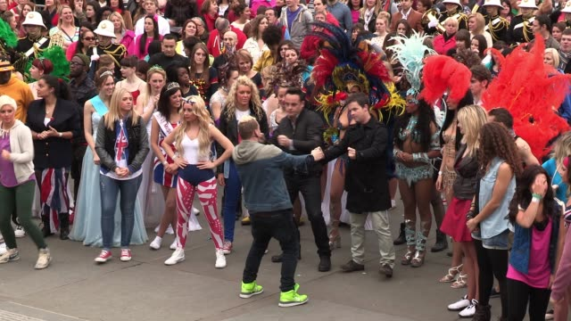 stockvideo's en b-roll-footage met atmosphere at the rehearsals for a 'flash mob' which is to be used for 'britain's got talent' promotions attended by anthony mcpartlin declan... - ant mcpartlin