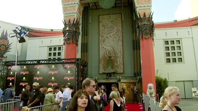 vidéos et rushes de atmosphere at the 'rush hour 3' los angeles premiere at grauman's chinese theatre in hollywood, california on july 30, 2007. - rush hour