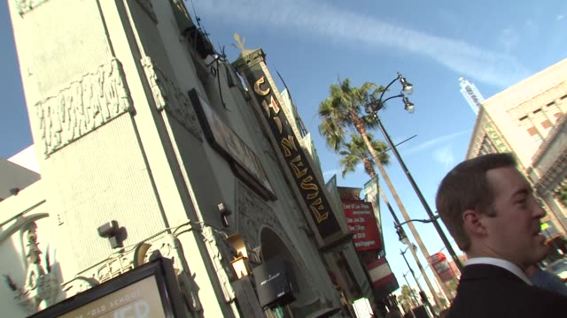 atmosphere at the 'the hangover' premiere at hollywood ca - una notte da leoni video 2009 video stock e b–roll