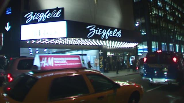 vídeos de stock, filmes e b-roll de atmosphere at the 'the holiday' premiere at ziegfeld theatre in new york new york on november 29 2006 - o amor não tira férias título de filme