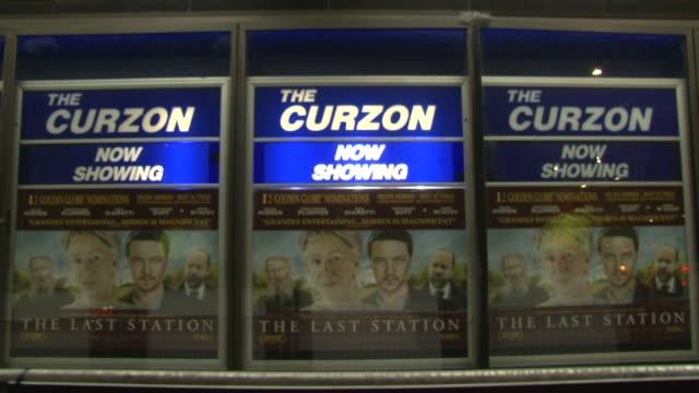 vidéos et rushes de atmosphere at the the last station premiere at london england - en dernier
